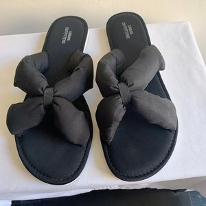 Urban Outfitters Black Puffy Flip Flops Size 8